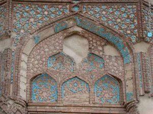 0dd389ffdeee963 img 5c5d60ba4b033 300x224 - نقش رنگ در تزئین کاشی کاری در بناهای اسلامی دوران سلجوقی و تلفیق آن با کاشی کاری در قرن 21