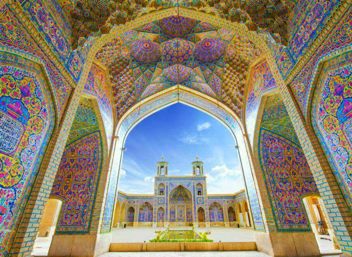 نقش رنگ در تزئین کاشی کاری در بناهای اسلامی دوران سلجوقی و تلفیق آن با کاشی کاری در قرن 21