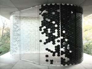 5 breathing skins showroom 1 300x225 - روند کاشی 2021 - از Art Deco گرفته تا کاشی های سرتاسری و فضای باز